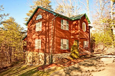 Eagle Feather Lodge: 2 Bedroom Sevierville Cabin Rental