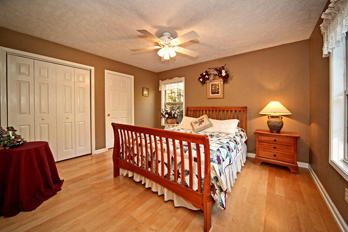 Queen Size Bedroom on Main Floor - Mountain Charm