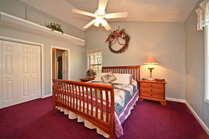 Queen Size Bedroom Upstairs - Mountain Charm