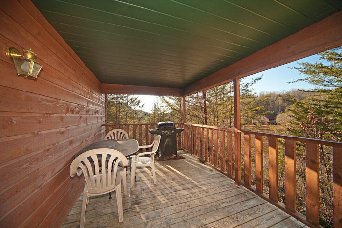 Spacious Deck with Grill - Mountain Charm