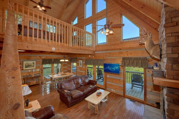 2 Bedroom cabin with a dining room table - Mountain Glory