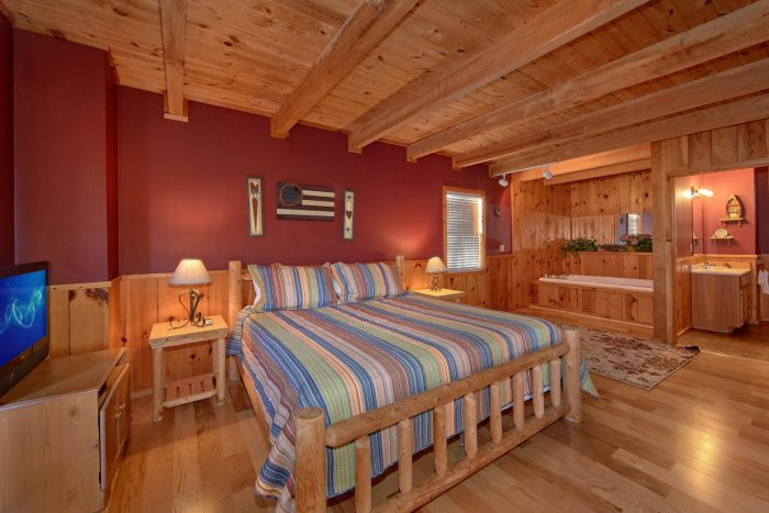 Main Floor Master Suite - Mountain Hideaway