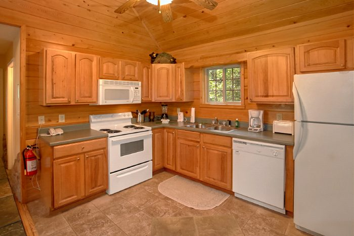 Spacious Honeymoon Cabin with Full Kitchen - Mountain Laurel