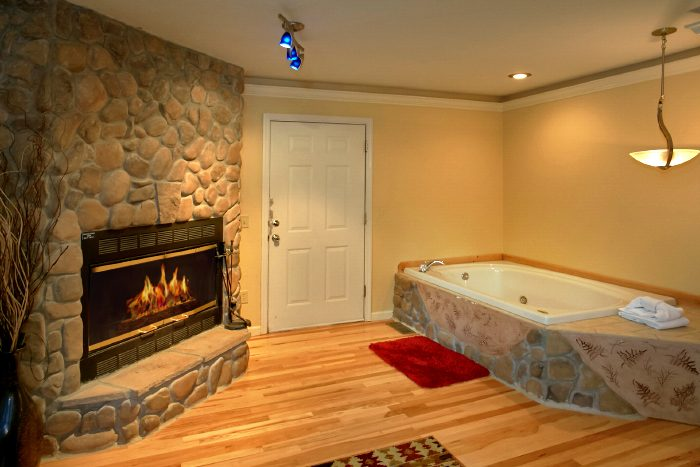1 Bedroom Cabin with Jacuzzi Tub and Fireplace - Mountain Laurel
