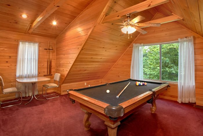 Gatlinburg Cabin with Pool Table and Loft - Mountain Laurel