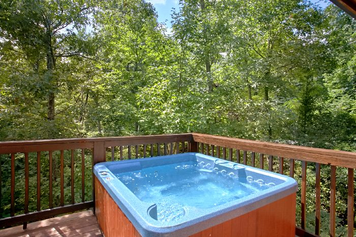 Gatlinburg Honeymoon Cabin with Private Hot Tub - Mountain Laurel