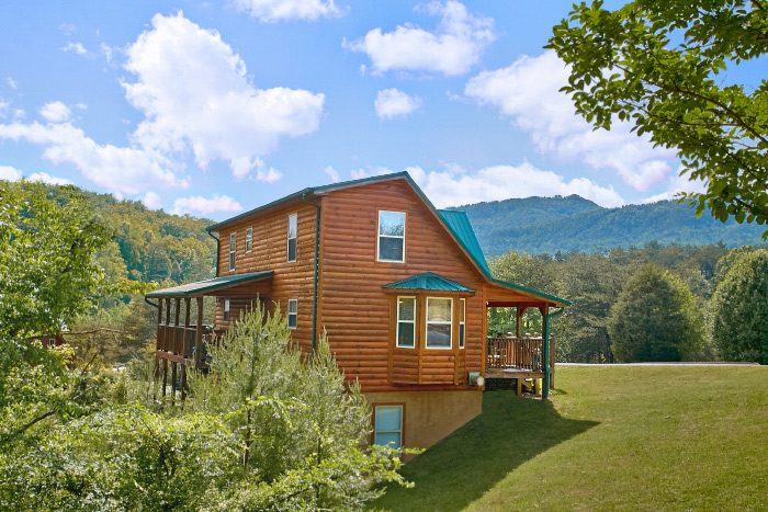 4 Bedroom Cabin with View of the Smokies - Mountain Majesty