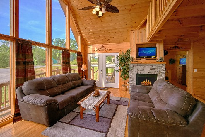 Wears Valley 4 Bedroom Cabin with Fireplace - Mountain Majesty