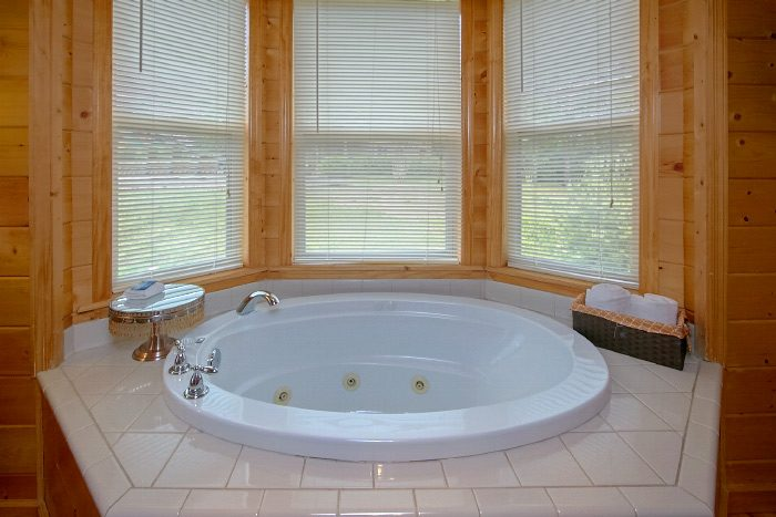 Private Master Bedroom with Jacuzzi Tub - Mountain Majesty
