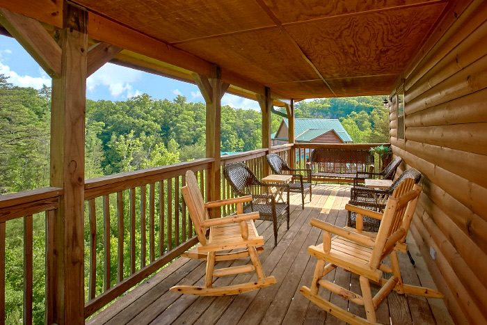4 Bedroom Cabin with Covered Porch and Rockers - Mountain Majesty