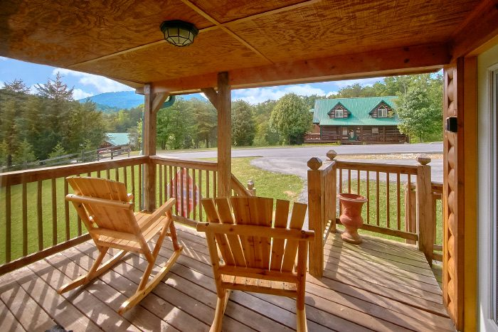 4 Bedroom Cabin with Peaceful Covered Deck - Mountain Majesty