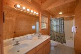 Large Full Bath Room 5 Bedroom Cabin
