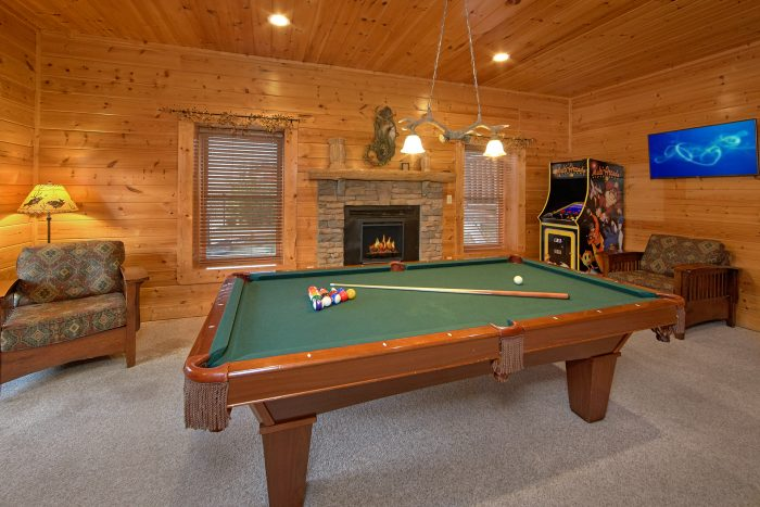 5 Bedroom Cabin with Pool Table Game Room - Mountain Sunrise