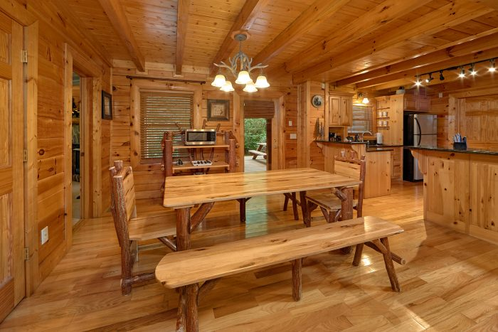 3 Bedroom Cabin with a Dining Room Table - Mountain Valley Dreams