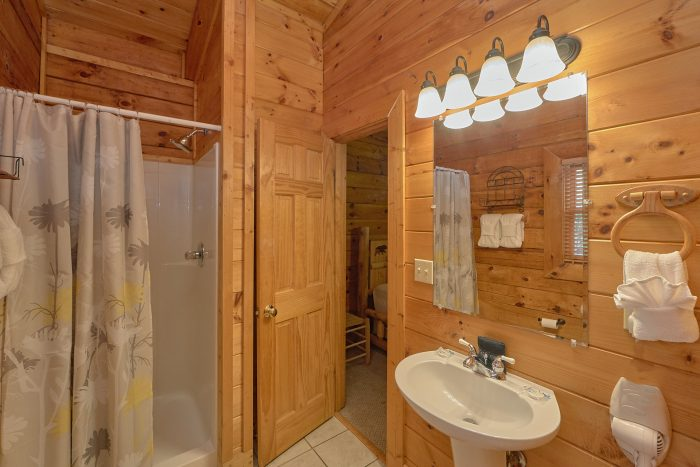 3 Bedroom Cabin with 2 Private Suites - Mountain Valley Dreams