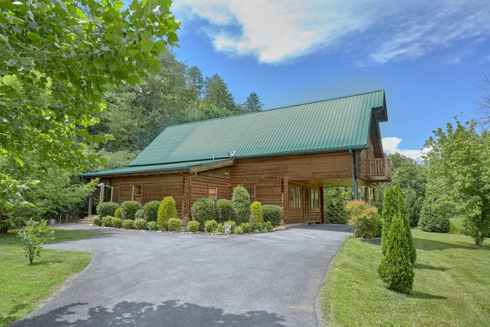 3 Bedroom Cabin with Drive-Up Parking - Mountain Valley Dreams