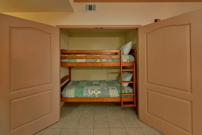 Pigeon Forge Condo with King Bed and bunk beds - Mountain View 5305