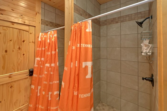 8 Bedroom Pool Cabin with Locker Room Showers - Mountain View Pool Lodge