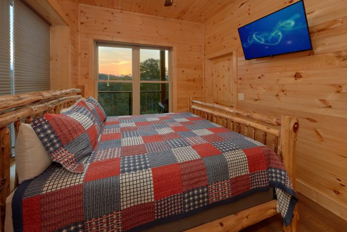 8 Bedroom Pool Cabin with TVs in every room - Mountain View Pool Lodge