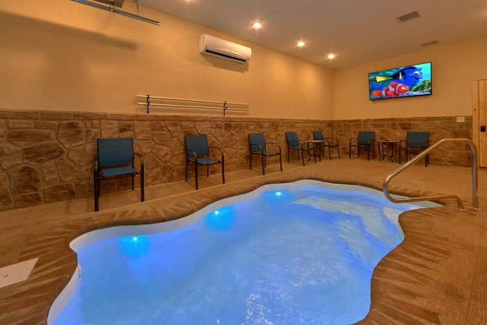 8 Bedroom Cabin with an Indoor/Outdoor Pool - Mountain View Pool Lodge