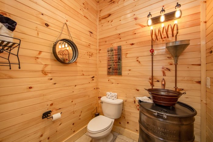 8 Bedroom Cabin with a TV in the Pool Room - Mountain View Pool Lodge