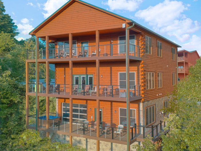 8 Bedroom Pool Cabin in the Smoky Mountains - Mountain View Pool Lodge