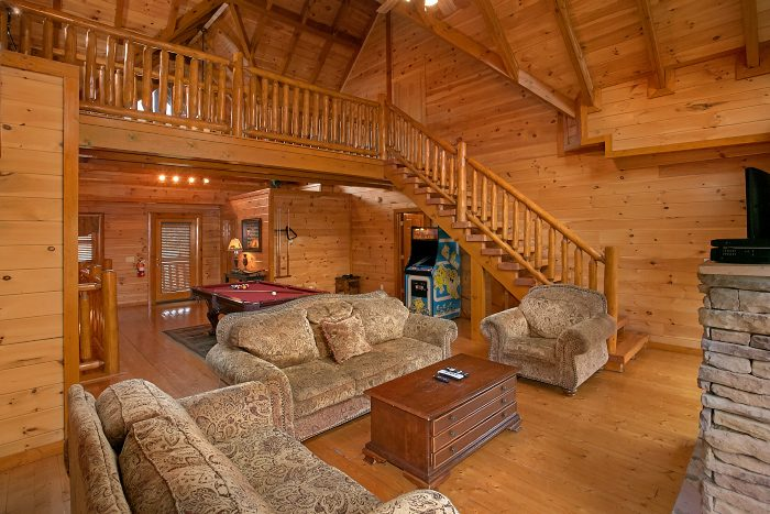 8 Bedroom Cabin Sleeps 24 with Large Spaces - Grand Theater Lodge