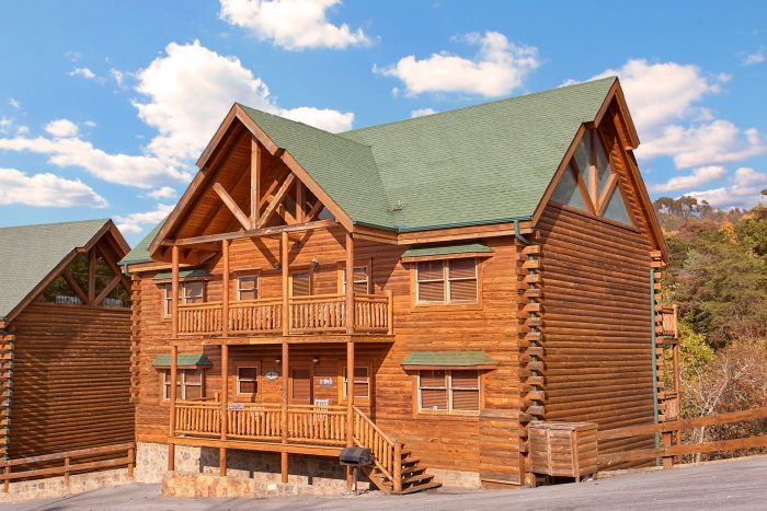 Grand theater lodge theater room cabin in pigeon forge for Bear ridge cabin rentals