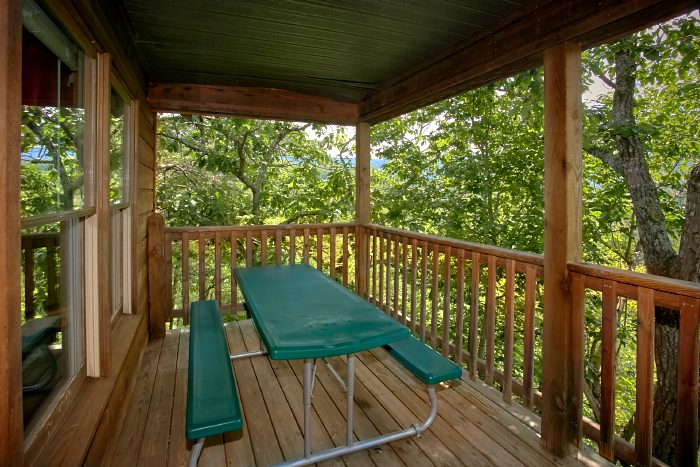 Rustic Cabin with a Picnic Table on the Deck - Mtn Memories- Kimbles