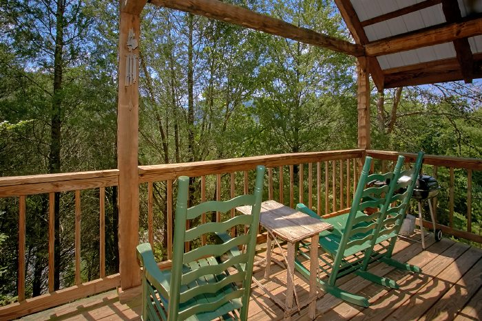 Spacious Honeymoon Cabin with Deck and Hot Tub - Mountain Retreat Kimbles