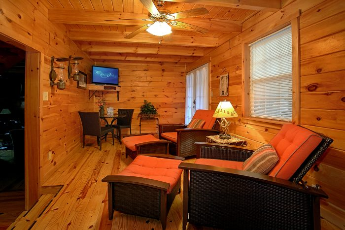 Spacious 4 Bedroom cabin with 2 Living Areas - Natures Dream