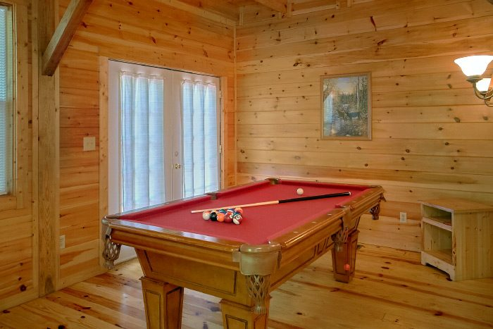 Spacious 4 Bedroom cabin with Pool Table and TV - Natures Dream