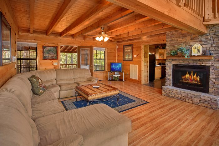 Spacious 5 Bedroom Cabin with Fireplace - Natures Majesty