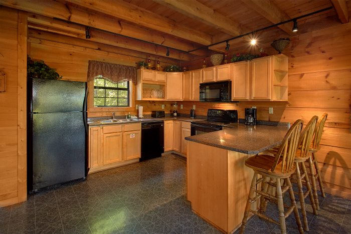 5 Bedroom Cabin Sleeps 16 with Spacious Kitchen - Natures Majesty