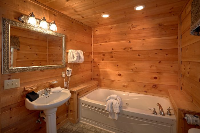 5 Bedroom Cabin with Jacuzzi Tub and Bath - Natures Majesty