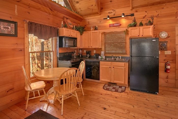 Luxury Cabin with Full Kitchen and Dining Area - Naughty Pines