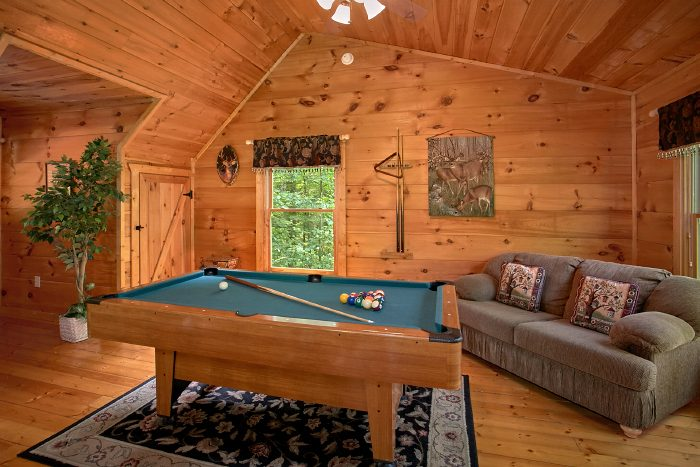 Private 1 Bedroom Cabin with Pool Table - Naughty Pines
