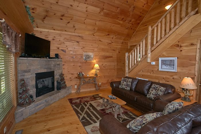 Nice n knotty 2 bedroom pigeon forge spur road cabin for Cabin fireplace pictures