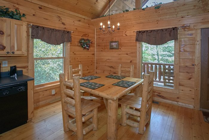Luxury Cabin with Dining Seating for 4 - Nice N Knotty