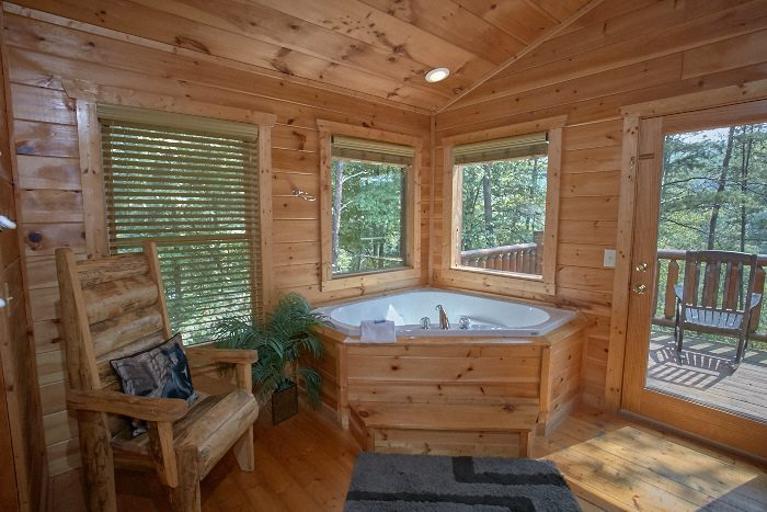 Quot Nice N Knotty Quot 2 Bedroom Pigeon Forge Spur Road Cabin