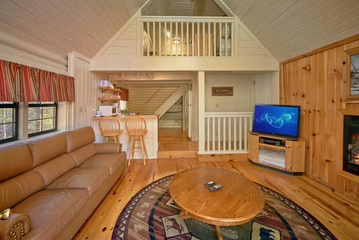 Wears valley honeymoon cabin area pigeon forge rentals for Cabin lofts
