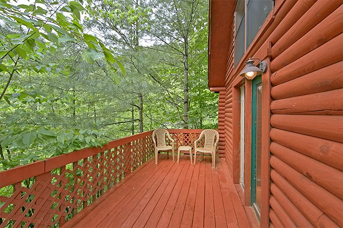 Cabin with wooded location and private deck - Nikhia's Loft