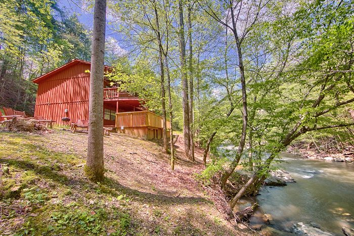 Large Pigeon Forge Cabin Bedroom On The Creek - 7 bedroom cabins in gatlinburg tn