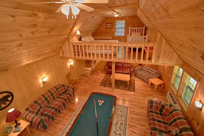 7 Bedroom Cabin with Game Room and Pool Table - On the Creek