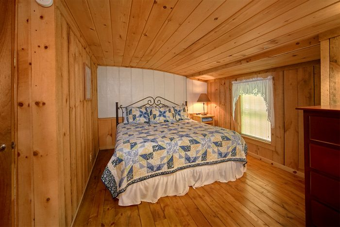 Spacious room with a King and a Queen Bed - On the Creek