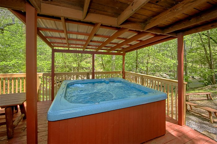 7 Bedroom on the creek with a covered Hot Tub - On the Creek