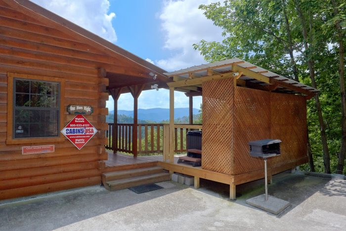 2 bedroom luxury cabin with mountain view near dollywood for Gatlinburg dollywood cabins