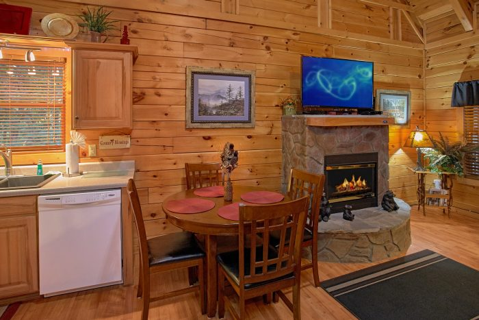 1 Bedroom Cabin with a Dining Room Table - Our Happy Place