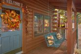 1 Bedroom Cabin with a Porch Swing