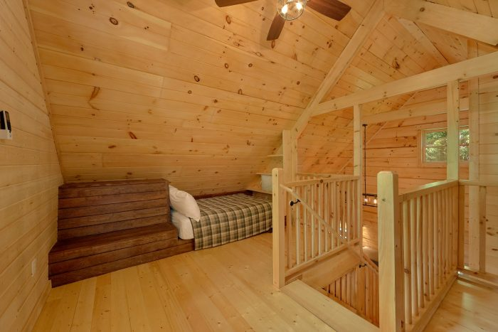 1 bedroom cabin with King bed and 2 full beds - Out On A Limb